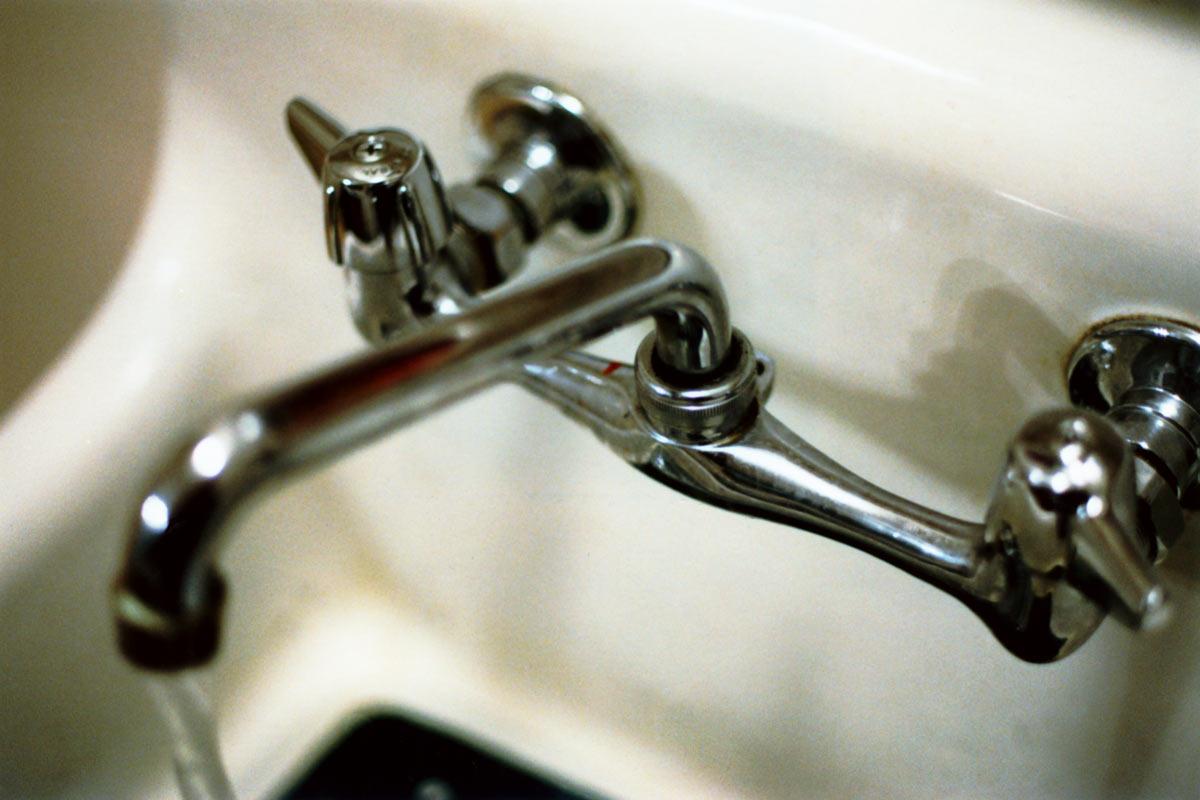 в ванной своими смесителя руками переключателя ремонт